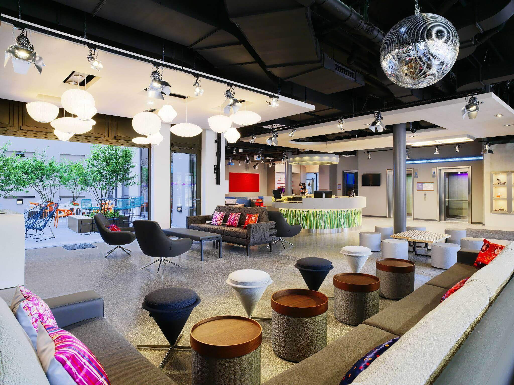 Have a drink in our lounge - Aloft hotel Munich city centre